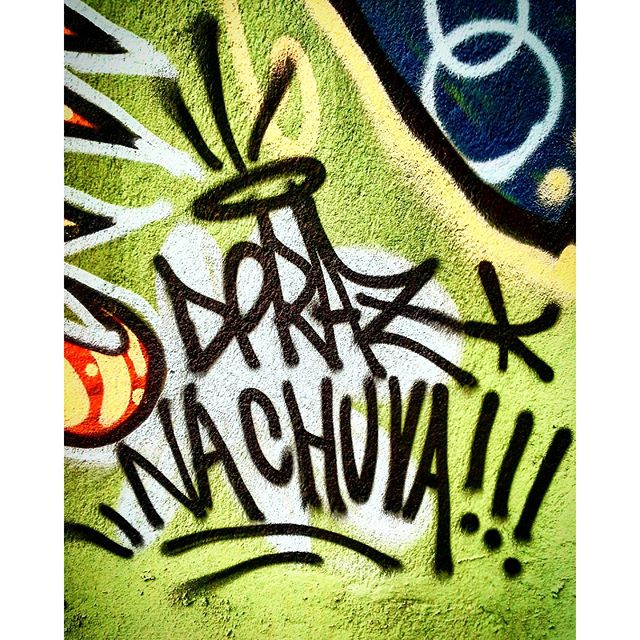 Resumindo meu final de Semana : DPRAZ na chuva!!! #dpraz #danyahupraz #graffiti #arteurbana #artederua #cores #sprayarte #intervençãourbana #artesvisuais #colorginarteurbana #tag #urbanart #streetart #colors #sprayart #visualarts #instagraffiti #instastreetart #streetartbrazil #streetartsp