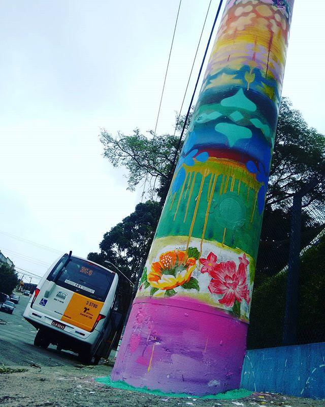 Collab com as Educadoras do Centro Social Marista Robru e Projeto Varre Vila, por mais cor e menos lixo nas ruas! Agradecido pelo convite e recepção!! #pintura #art #arte #cores #paint #rua #streetart #streetartsp #picoftheday #saopaulo #zonaleste #varrevila