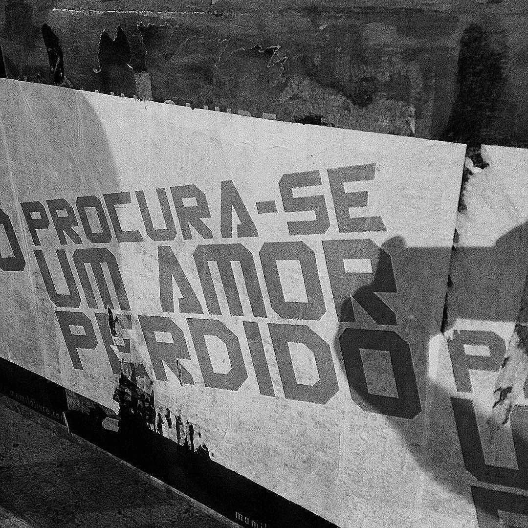 Em que bar, em que cinema, te esqueces de mim? #photo #photography #photographer #art #urban #urbanart #street #streetartist #streetartphotography #streetart #streetartlovers  #streetartSP #instastreetart #streetart  #cool #poetry  #SP #SãoPaulo #SãoPaulowalk #spwalk #walking #Brazil #follow #like4like