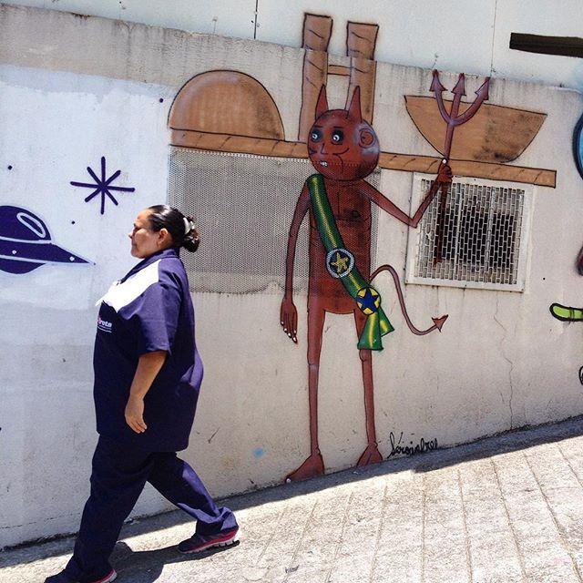 Brazilian politics By?? #sampagraffiti #vilamadalena #graffiti #streetart #saopaulo #jacktwo #ruanews #urbanart #streetshot #tv_streetart #spraypaint #streetarteverywhere #streetartsp