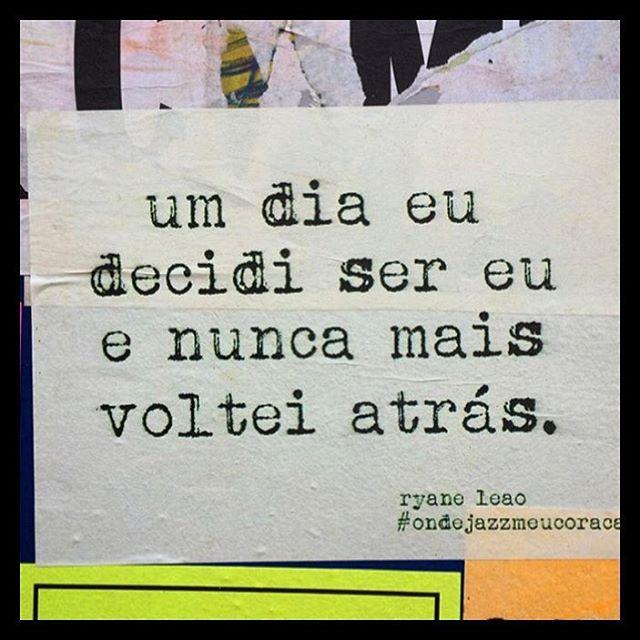 Foto de @carlapilon #oquearuafala #paredesurbanas #lambelambe #grafite #urbanwalls #streetart #streetartsp #poesiaurbana #artederua #intervencaourbana #splovers #sp #lambelambe #grafite #pixo #murosquefalam #osmurosfalam #oqueasruasfalam #acidadefala #oquearuafala #arteurbana #vinarua #asruasfalam #taescritoemsampa #urbanart #urbanwalls #wallporn #art #instagraffiti #instagood #graffitiporn #streetarteverywhere #arte #fotografiaderua
