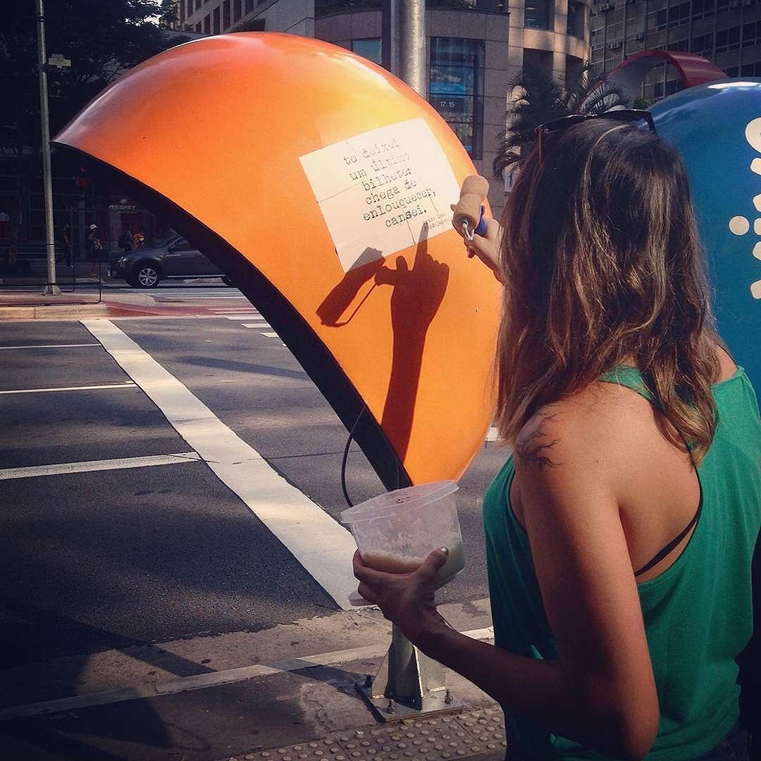 cola cola cola poesia em todo lugar.  #ondejazzmeucoracao #streetartsp #011 #artederua #intervençãourbana #splovers #vozesdacidade #lamblamb #sp #lambelambe #olheosmuros #osmurosfalam #arteurbana #vinarua #acidadefala #olheosmuros #poesiaderua #asruasfalam #oqueasruasfalam #pelasruas #taescritoemsampa #urbanart #pelosmuros #txturbano #saopaulo #ruaspoeticas #olheasruas #ryaneleao #sp4you #silenciodasruas