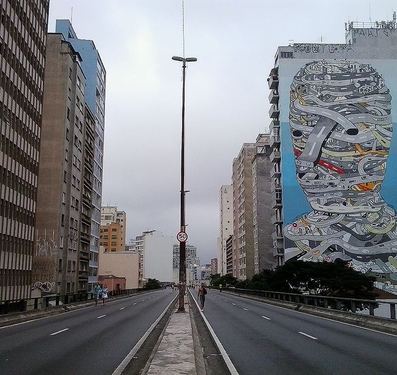 Domingo nublado em sampa Arte: @tecfase Foto : @sampaquesinto #minhocao  #grafitesp #streetart  #urbanart  #streetarteverywhere #streetartsp
