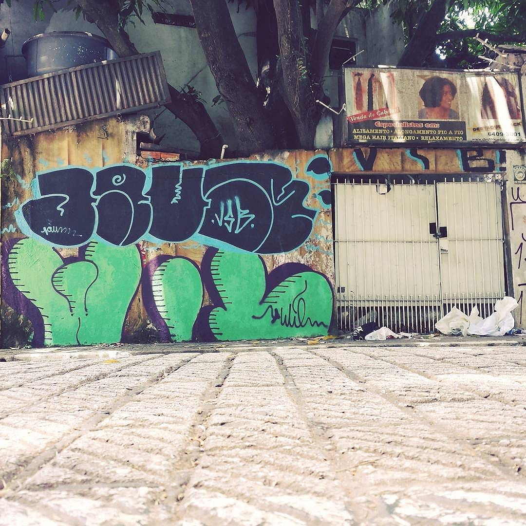 #mtncolors  #streetartsp #urbangraff #saifora  #spvandals  #spraytime #vandalism  #bombingbrasil  #011 #despacho #graffitiporn  #graffitiart  #jaum #sampagraffiti  #sampa #cacamba  #lol  #spraydaily  #spraytime  #br #despacho #domingao  #spvandals  #lol  #marginal #sopordeus #negativo  #domingao @d_  #escadaria  #mais1 #saidagarupa #guarulhosgraffiti