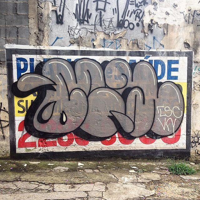 Clean throwup by ?? #graffiti #throwup #streetart #artederua #saopaulo #sampagraffiti #streetartsp #jacktwo #tv_streetart #streetarteverywhere
