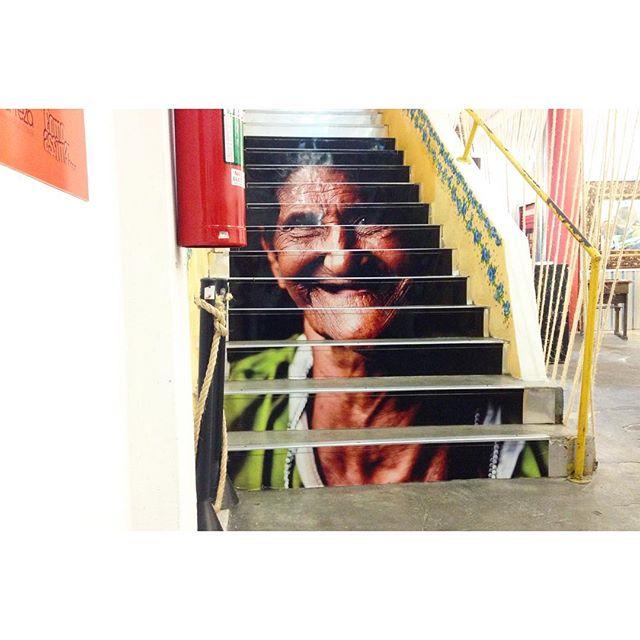Escada feliz @manreza #saopaulo #livelovesaopaulo #fotografiafeliz #streetartsp