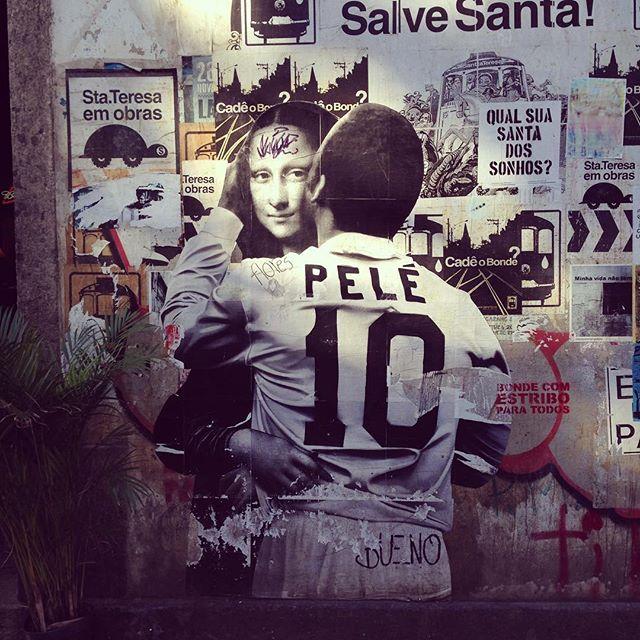 Pelé strikes again with Mona Lisa in Santa Tereza (Rio de Janeiro) Artist: @buenocaos #buenocaos #monalisa #sambadograffiti #sampagraffiti #graffiti #graffiti_clicks #grafite #graf #streetart #streetartsp #streetphoto #streetarteverywhere #streetartphotography #spray #Pelé #spraypaint #urbanwall #urbanart #wallart #saopaulo #brasil #rsa_graffiti #DSB_graff #braznu #sampa #tv_streetart #saopaulocity #tv_sa_simplicity_graff #streetartofficial #joconde