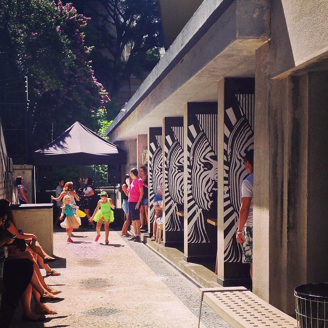 Carnasampa ️! **** #mirante9dejulho #Mirante9 #issoecafe #omercado #saopaulo #saopaulowalk #saopaulocity #olharesdesampa #saopaulo_originals #prediosdesaopaulo #splovers #sparte #rolesp #avenidapaulista #mybeautifulsp #vivaculturasp #sp4you #sampa #coolsampa #arquiteturasp #streetartsp #arteurbana #urbanart #carnavalsp #carnavalsp2016 #exploresampa #skolmusic