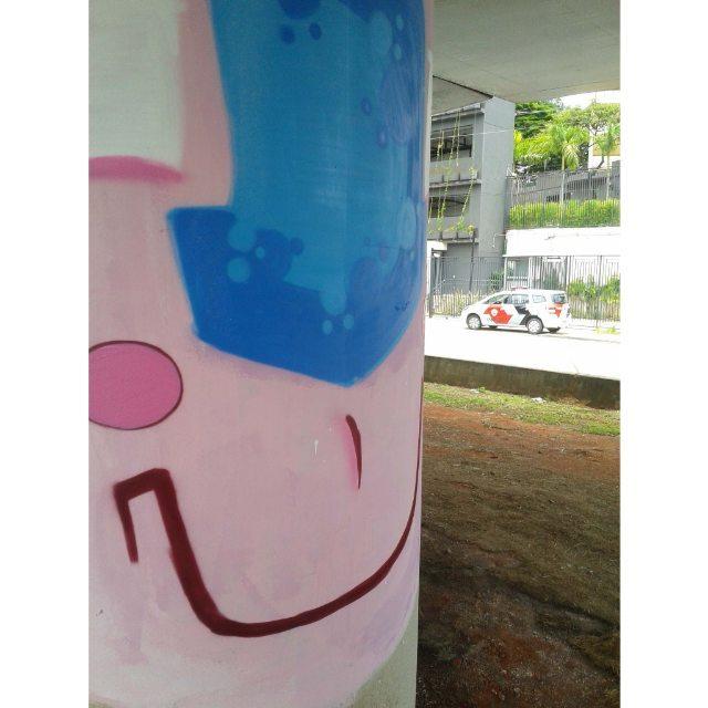 Moio... #graffiti #graff #graffart #art #arte #artist #cores #cor #colors #color #apa #apaone #police #policia #brazilianart #brazilianarts #brazilianartist #style #urbanart #urbanarts #urbanstyle #streetartsp #streetart #bomb #character #cartoon #paint #arteurbana #sp