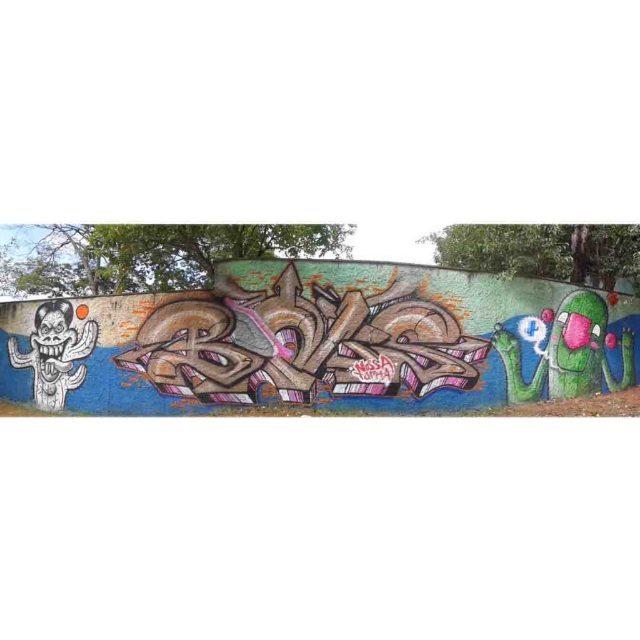 Painel finalizado com os manos @thiago.espanhol e @bonus.graf  #graffiti #graff #graffart #art #arte #arts #artist #colors #color #cor #cores #apa #apaone #brazilianart #brazilianstyle #brazilianartist #streetartsp #streetart #urbanstyle #urbanart #urbanartist #maiscorporfavor #character #cartoons #sp #spraycans #arteurbana #bonus #espanholart