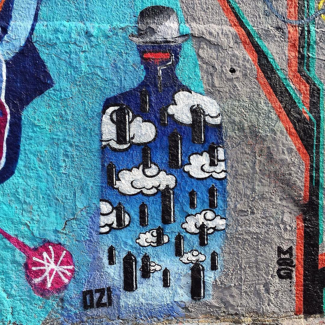 Rolezinho em casa e com amigos queridos. Juntos e misturados @tomwrayart e @xchex  Valeu @rcadol e @juuvioleta  #ozi #ozistencil #spraycan #stencil #stencilsm #stencilsp #stencillovers #magritte #renemagritte #streetartsp #sampagraffiti
