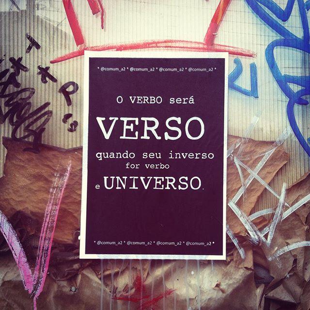 [ uni.versos ] ️ #sejaluz #intervencaourbana #streetart #streetartsp #streetphotography #cool #coolsp #lambelambe #poetry #poema #taescritoemsampa #love #comum_a2