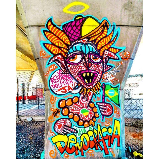 Intervenção Urbana feita na Estação Artur Alvim do Metrô, São Paulo-SP. Por #dpraz Salve pros parceiros @gah8sete & @cleiton_graffiti_arte , é nóiz meus manos!!! #reformapoliticaja #vivaademocracia #danyahupraz #dpraznãopara #graffiti #arteurbana #intervençãourbana #artederua #cores #sprayarte #colorginarteurbana #nãovaitergolpe #artesvisuais #urbanart #streetart #colors #sprayart #visualarts #graffitibrazil #streetartbrazil #graffitisp #streetartsp #instagraffiti #instastreetart #streetartworldwide