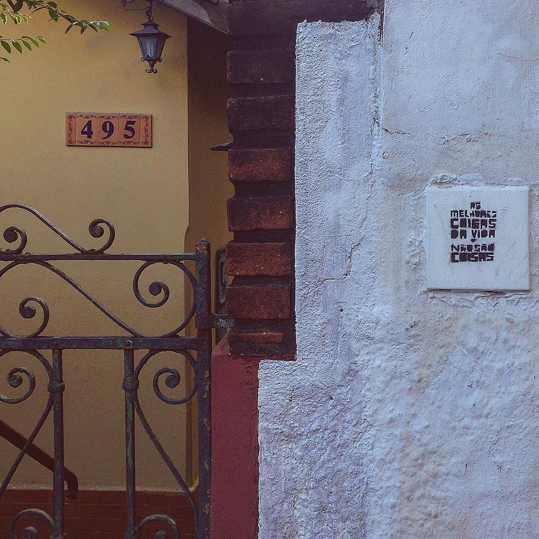 As melhores coisas da vida não são coisas... #portasejanelas #doorsandwindows #ig_saopaulo #igerssp #igersbrasil #coolsampa #splovers #cenaspaulistanas #streetart #streetartsp #citystreets #vsco #vscosp #vscobr