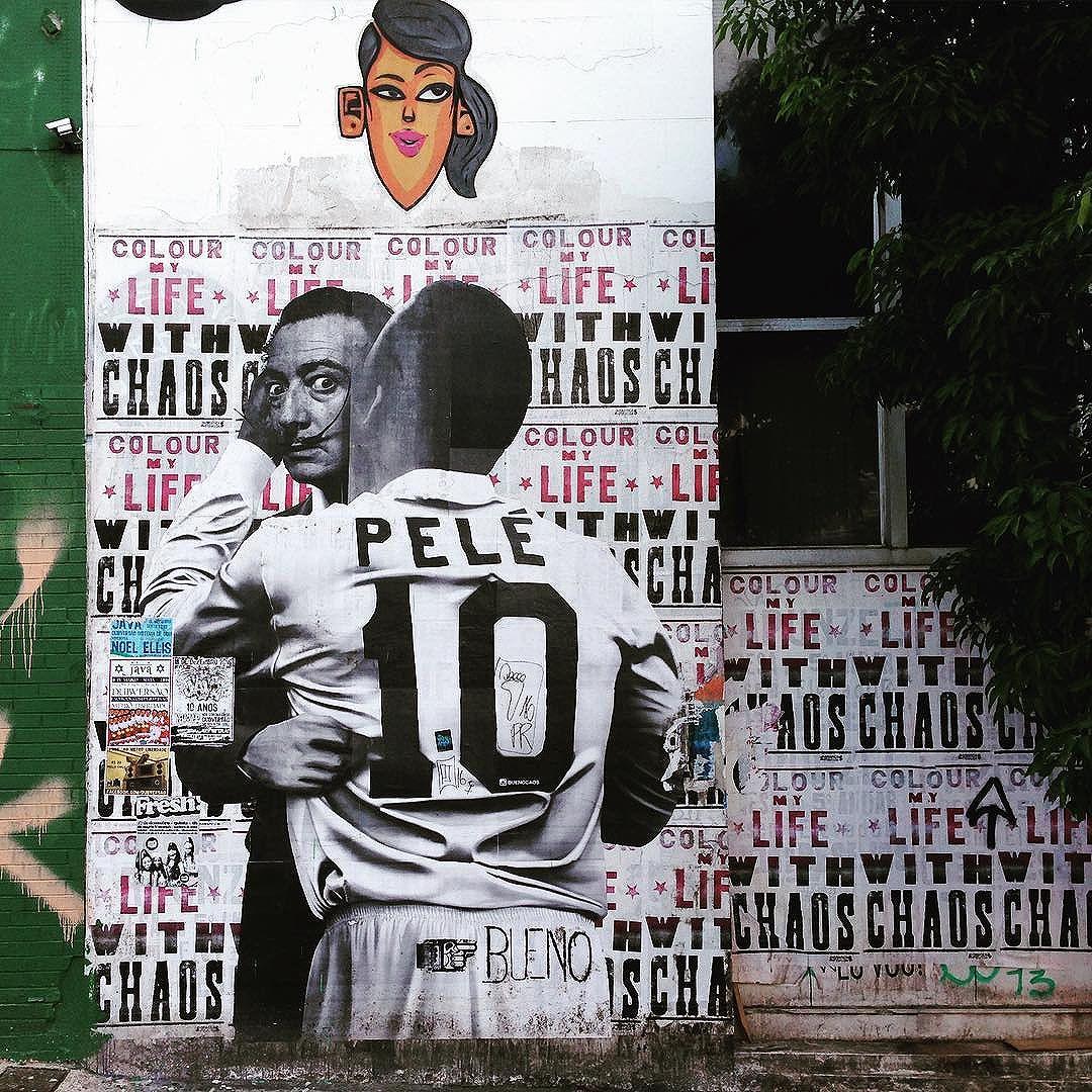 "Cocktail de lambe-lambe na Consolação (São Paulo) ""Colour my life with chaos"" Artistas: @marceloeco & @buenocaos  #marceloeco #buenocaos #pelé  #sambadograffiti #sampagraffiti #graffiti #graffiti_clicks #grafite #graf #streetart #streetartsp #streetphoto #streetarteverywhere #streetartphotography #spray #spraypaint #urbanwall #urbanart #wallart #saopaulo #brasil #rsa_graffiti #DSB_graff #braznu #sampa #tv_streetart #saopaulocity #tv_sa_simplicity_graff #streetartofficial #lambelambe"