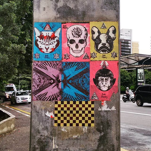 #lambelambe #lambe #sticker #streetart #streetartsp #arteurbana #artederua #saopaulo #sp #picoftheday #lategram #011 #sampa #saopaulo #brazil #brstreet #brasil #cat #gato #dog #cachorro #macaco #monkey #skull #caveira #bulldogfrances #vinteetresdemaio #arte #art by @dolemuniz