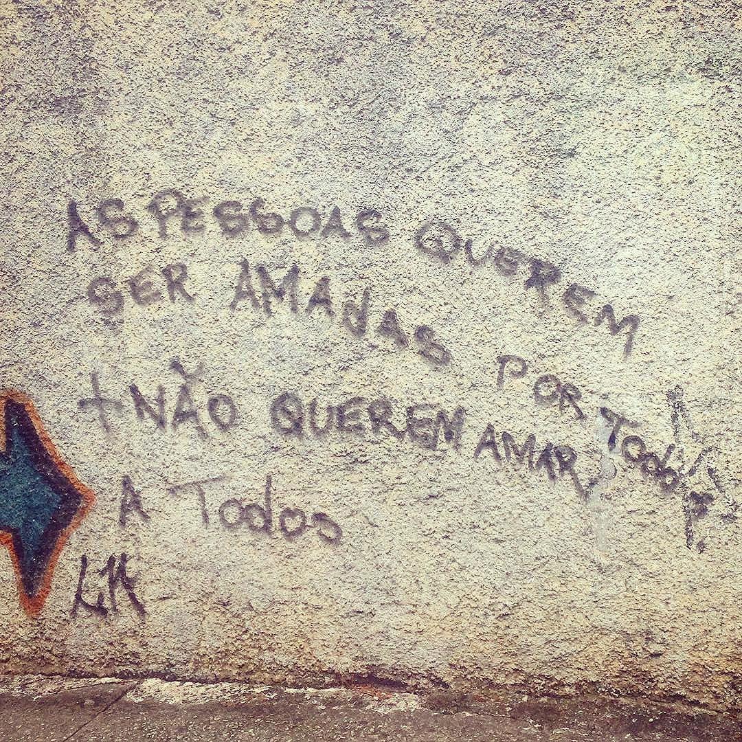 #silenciodasruas #olharesdesampa #sp #sampa #essepe #011 #saopaulo  #murosquefalam #olheosmuros #vozdarua #taescritoemsampa  #streetartsp #splovers #vinarua #acidadefala #intervencaourbana #corpo_cidade #streetartsp #linguagemdacidade #ruas #arteurbana