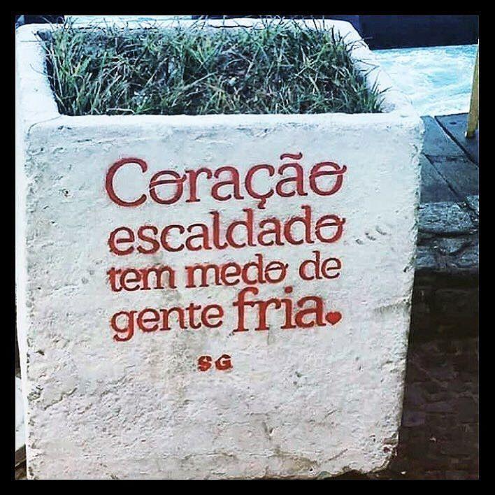 @oqueasruasfalam #oquearuafala #paredesurbanas #lambelambe #grafite #urbanwalls #streetart #streetartsp #poesiaurbana #artederua #intervencaourbana #splovers #sp #grafite #pixo #murosquefalam #osmurosfalam #oqueasruasfalam #acidadefala #arteurbana #vinarua #asruasfalam #taescritoemsampa #urbanart #urbanwalls #wallporn #art #instagraffiti #instagood #graffitiporn #streetarteverywhere #arte #fotografiaderua