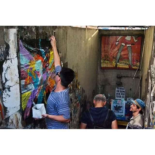 Portals - sensitivity opening - 2016 photo by @jcjaquelinecarvalho #walparaiso #wheatpaste #pasteup #expressionism #contemporaryart #streetart #urbanart #stickerart #stickerbombing #collageart #paperart #fineart #abstractart #artecontemporanea #arteurbana #lambelambe #colagem #splovers #spdagaroa #cenasurbanas #cenaspaulistanas #olheosmuros #streetartsp #rua #saopaulo #passagemliteraria