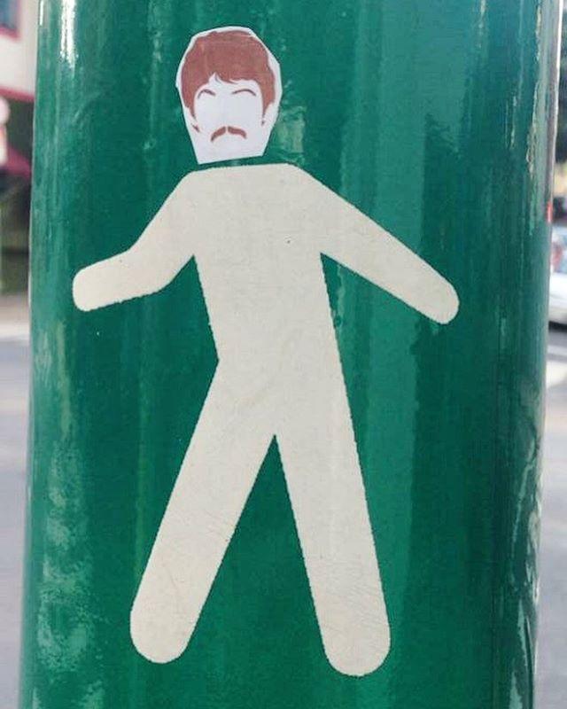 2Glue - série The Beatles #2glue #streetart  #instapic #instagram #instalove #instamood #contemporaryart #streetarteverywhere  #artederua #lambelambe #stencil #paredesurbanas #beatles #thebeatles #urbanart #urbanartist #streetartSP #weio #minhapretateresa #stickerart