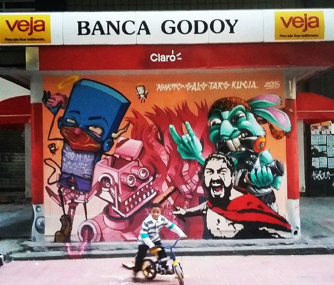 Caraca! Hoje foi d+! Muito Obrigado @galograffiti @ignotograffiti @karen.kueia vocês são foda! #tars #stencil #stencilart #graffiti #grafite #arte #art #arteurbana #urbanart #streetart #streetartsp #spray #sprayarte #policiasaidope