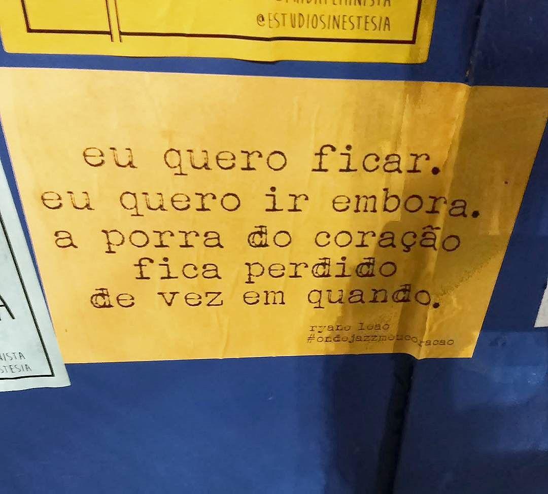 fica, né?  facebook.com/ondejazzmeucoracao (link clicável bio). projeto por @ryaneleao.  #ondejazzmeucoracao #streetartsp #011 #artederua #intervençãourbana #splovers #vozesdacidade #lamblamb #sp #lambelambe #olheosmuros #osmurosfalam #arteurbana #vinarua #acidadefala #olheosmuros #poesiaderua #asruasfalam #oqueasruasfalam #pelasruas #taescritoemsampa #urbanart #pelosmuros #txturbano #saopaulo #ruaspoeticas #olheasruas #ryaneleao #sp4you #lambelambesp