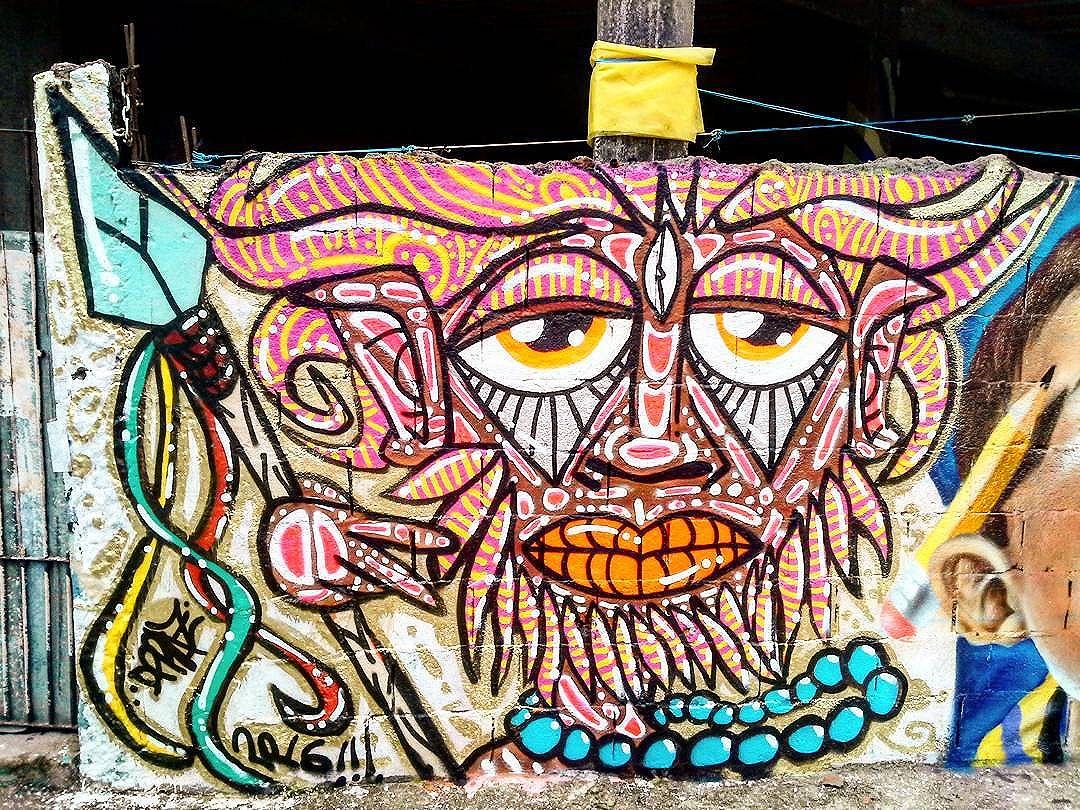 """Intervenção urbana feita no Encontro """"Graffiti Contra Enchente 2"""", em Taboão da Serra-SP. Por #dpraz. 2016. Valeu Mirage e Gamão pela preza e pela recepção!!! #dpraznãopara #danyahupraz #dancoliveira #danielpraz #interveçãourbana #arteurbana #artederua #graffiticontraenchente #graffiticontraenchente2 #sprayarte #latex #colorginarteurbana #noucolors #cores #artesvisuais #urbanart #streetart #sprayart #colors #visualarts #instastreetart #streetartbrazil #streetartsp #streetartworldwide"""