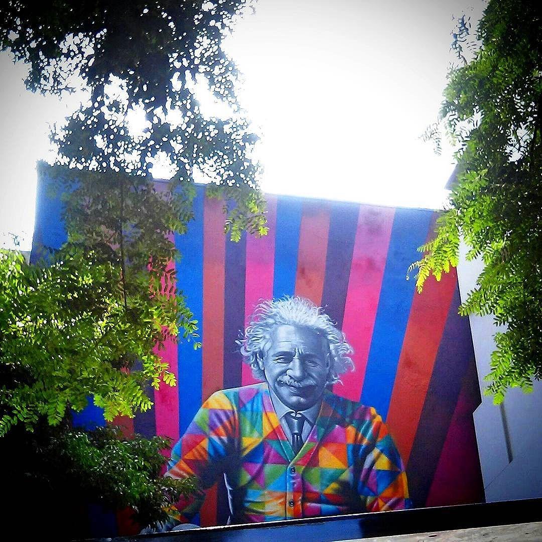"""""""Lembre - se que as pessoas podem tirar tudo de você, menos o seu conhecimento."""" - Albert Einstein #streetartsp  #sampa #OscarFreire  #SP"""
