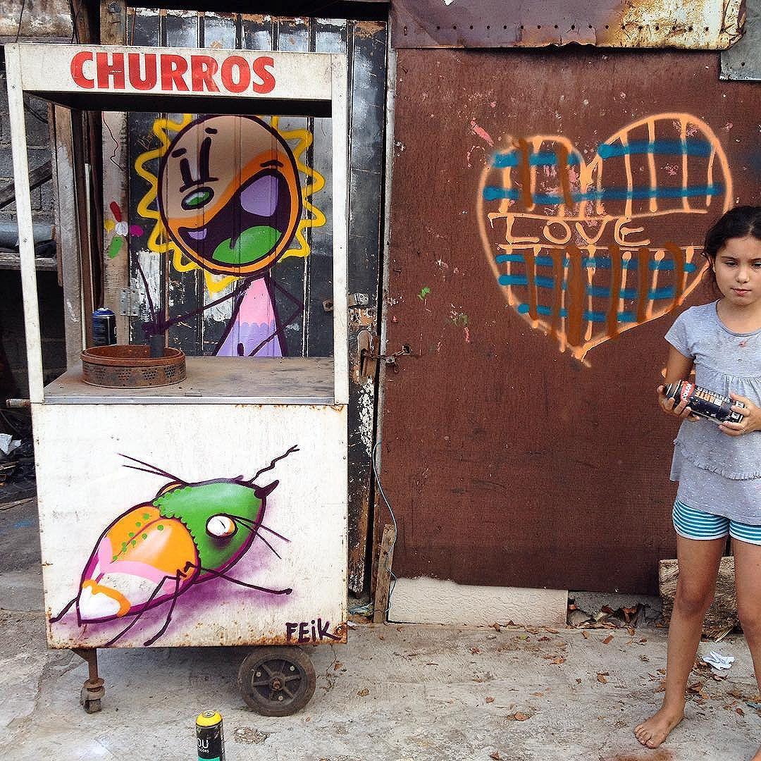 Love Churros ! #criacidade #feik #artinhome #cidadequebrinca #churros #inseto #tk #glicerio #criancafala #streetartsp #centro