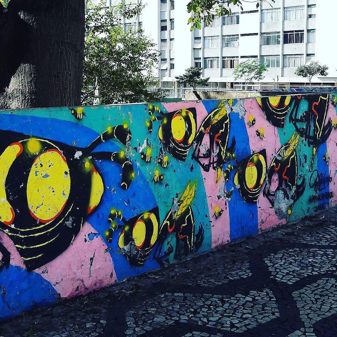 As vespas do @izu_afrobrasileiro atacam o bairo da Consolação  #izu #consolacao #sambadograffiti #sampagraffiti #graffiti #graffiti_clicks #grafite #graf #streetart #streetartsp #streetphoto #streetarteverywhere #streetartphotography #spray #bagarre #spraypaint #urbanwall #urbanart #wallart #saopaulo #brasil #rsa_graffiti #bikini #braznu #sampa #tv_streetart #saopaulocity #tv_sa_simplicity_graff #streetartofficial