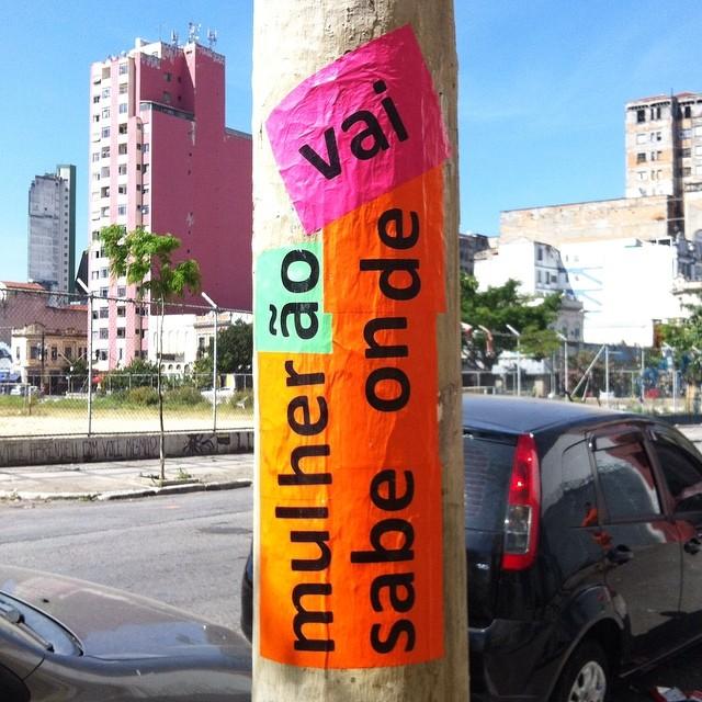 De novo . pra começar a semana lembrando de não esquecer #microrroteirosdacidade #lauguimaraes #lambelambe #lambe #streetart #streetartsp #artederua #asruasfalam #mexeucomumamexeucomtodas #mulheres #feminino #feminismo