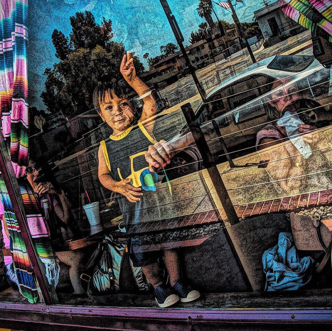 Kid in the window #street #urbanart #urban #streetphotography #streetcolor #streetartsp