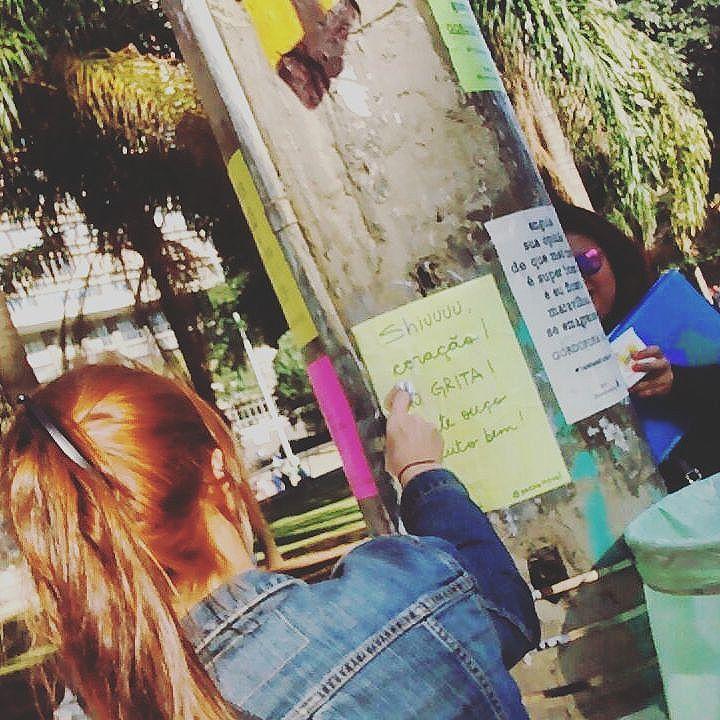 lambidas no centro!  #cinelambe #lamblamb #lambelambe #movie #cinema #filmes #streetartsp #streetart #intervencaourbana #splovers #serpaulistano #saopaulo #vozesdacidade #taescritoemsampa #pelasruas #pelosmuros #oqueasruasfalam #urbanart #arteurbana #vozesderua #acidadefala #osmurosfalam #vinarua #asruasfalam #vozesdacidade #sp #artederua #txturbano #sp4you #spdagaroa