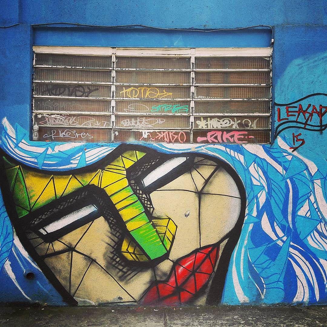 Lucky wall full of art in Vila Mariana (São Paulo) Artist: @le_asap #leasap #sambadograffiti #sampagraffiti #graffiti #graffiti_clicks #grafite #graf #streetart #streetartsp #streetphoto #streetarteverywhere #streetartphotography #spray #bagarre #spraypaint #urbanwall #urbanart #wallart #saopaulo #brasil #rsa_graffiti #braznu #sampa #tv_streetart #saopaulocity #tv_sa_simplicity_graff #streetartofficial