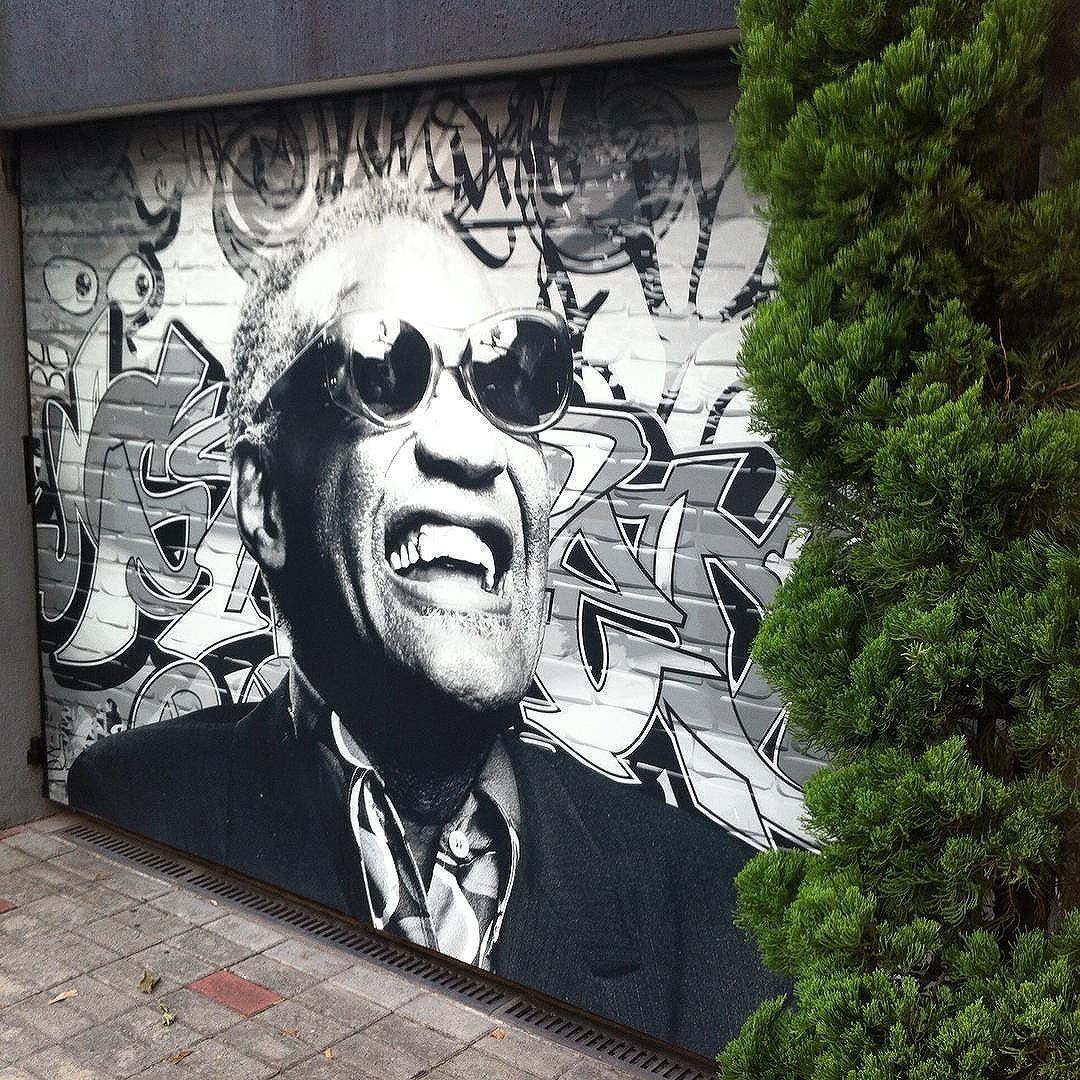 Ray Charles. #streetart #streetphoto #streetarteverywhere #streetartphotography #streetartsp #raycharles #graffiti #graffitiart #graffitilove #pretoebranco #blackandwhite #rua #ruasp #pinheiros #sp #sampa #saopaulo #walk #saopaulowalk #sampawalk #photo #foto #pic #fotografia #photographer