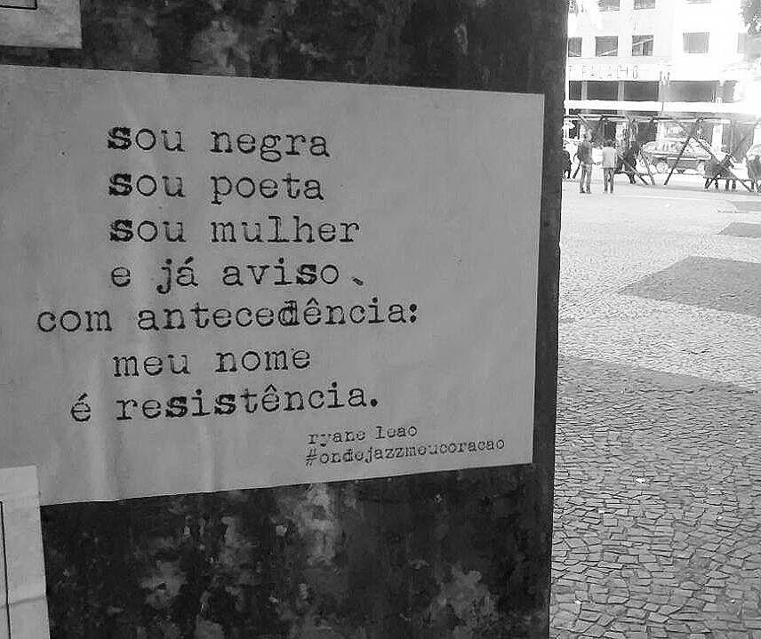 resisto.  #ondejazzmeucoracao  #streetartsp #011 #artederua #intervençãourbana #splovers #vozesdacidade #lamblamb #sp #lambelambe #olheosmuros #osmurosfalam #arteurbana #vinarua #acidadefala #olheosmuros #poesiaderua #asruasfalam #oqueasruasfalam #pelasruas #taescritoemsampa #urbanart #pelosmuros #txturbano #saopaulo #ruaspoeticas #olheasruas #ryaneleao #sp4you #feminismo #serpaulistano