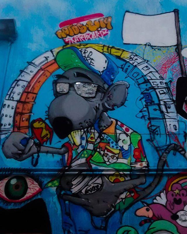 #urbanart #arteurbana #art #arte #desenhosurbanos #grafite #grafiteiros #grafitti #sampagraffiti #artesemfronteiras #globalstreetart #observadores_br #mobilephotography #fotografiadecelular #streetartsp #streetart #streetartbrazil #spraypaint #sp4sp #SaoPaulo #Liberdade #Brasil #FMU