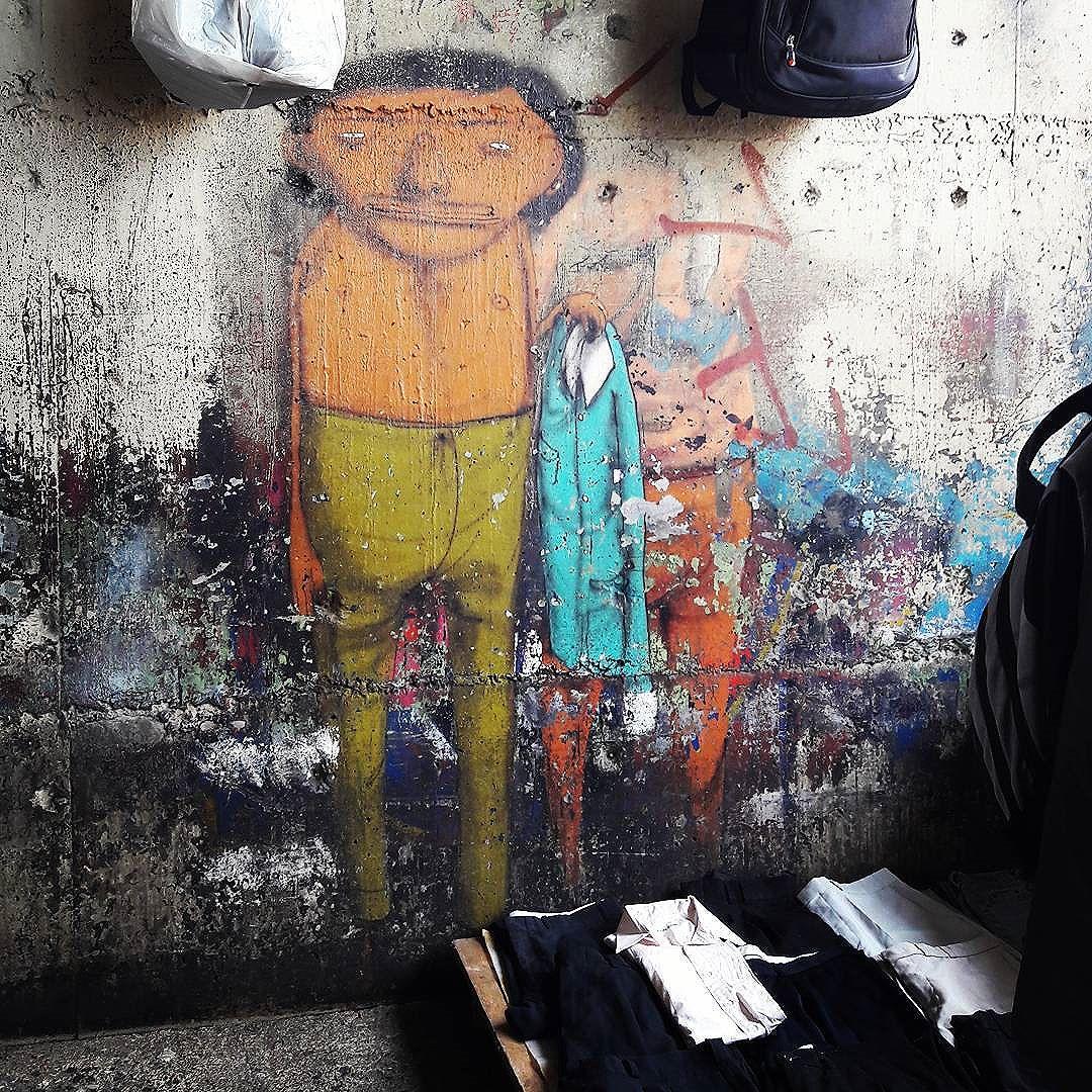 Venderor de camisas na Baixada do Glicerio... Artists: @osgemeos (@xabu & @kanciukaitis) #osgemeos #osgemeosart #glicerio #sambadograffiti #sampagraffiti #graffiti #graffiti_clicks #grafite #graf #streetart #streetartsp #streetphoto #streetarteverywhere #streetartphotography #spray #bagarre #spraypaint #urbanwall #urbanart #wallart #saopaulo #brasil #rsa_graffiti #bikini #braznu #sampa #tv_streetart #saopaulocity #tv_sa_simplicity_graff #streetartofficial