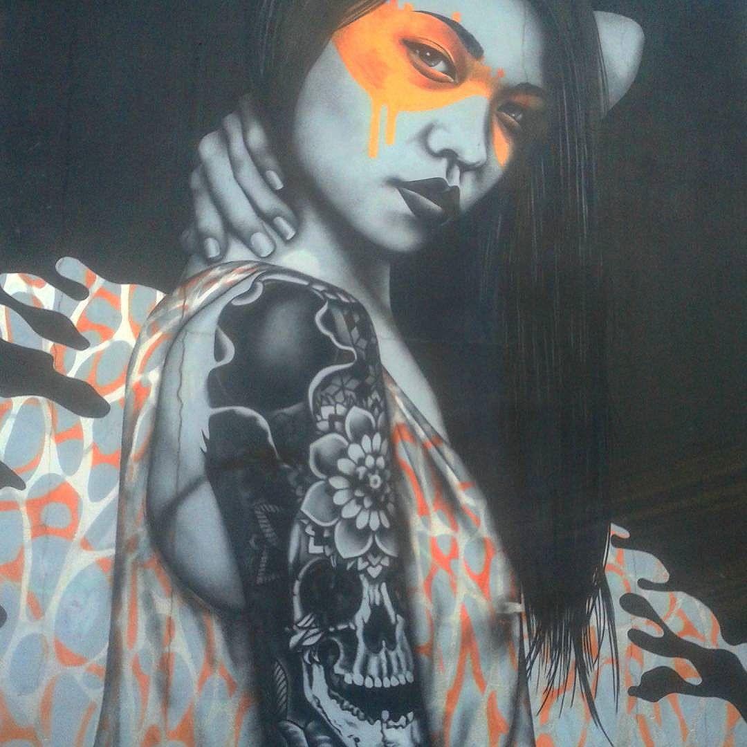 Amo as paredes dessa cidade, amo a diversidade cultural, as artes independentes, os cantinhos escondidos que só são encontrados se explorados. Amo minha cidade, amo SP