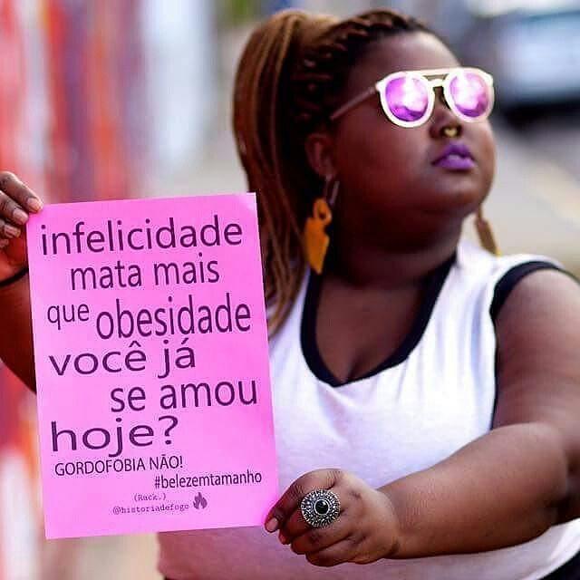 """""""Olha que lindo! Essa foto foi selecionada pelo MIS (Museu da Imagem e do Som de SP) para exposição coletiva """"Mulheres que transformam SP"""" que aconteceu sábado passado. Ela foi escolhida entre 10 de mais de 2000 fotos. Foto por: @robson_leandro  Lambe: Rack Modelo: @genizeribeiro  Viu um lambe meu por aí? Me marca. Vai compartilhar? Não esqueça de me citar."""" #Repost @historiadefogo with @repostapp Bommmmm diaaaa, amados ! Porquê o maior amor é se amar do jeitinho que se é! Beijos de Luz , Abraços de Ternura  e Cafunés de Paz  porquê carinho nunca é demais!   #Amor #Love #bomdia #historiadefogo #lambelambe #artederua #urbanismo #gordofobia #olheosmuros #urbanart #poesia #empoderamento  #feminismo #pelosmuros #poesiaderua #lamblamb #streetart #taescritoemsampa #txturbano #misturaurbana #oqueosmurosfalam #splovers #sp4you #igerssp #streetartsp #vinarua #arteurbana #vozesdacidade"""
