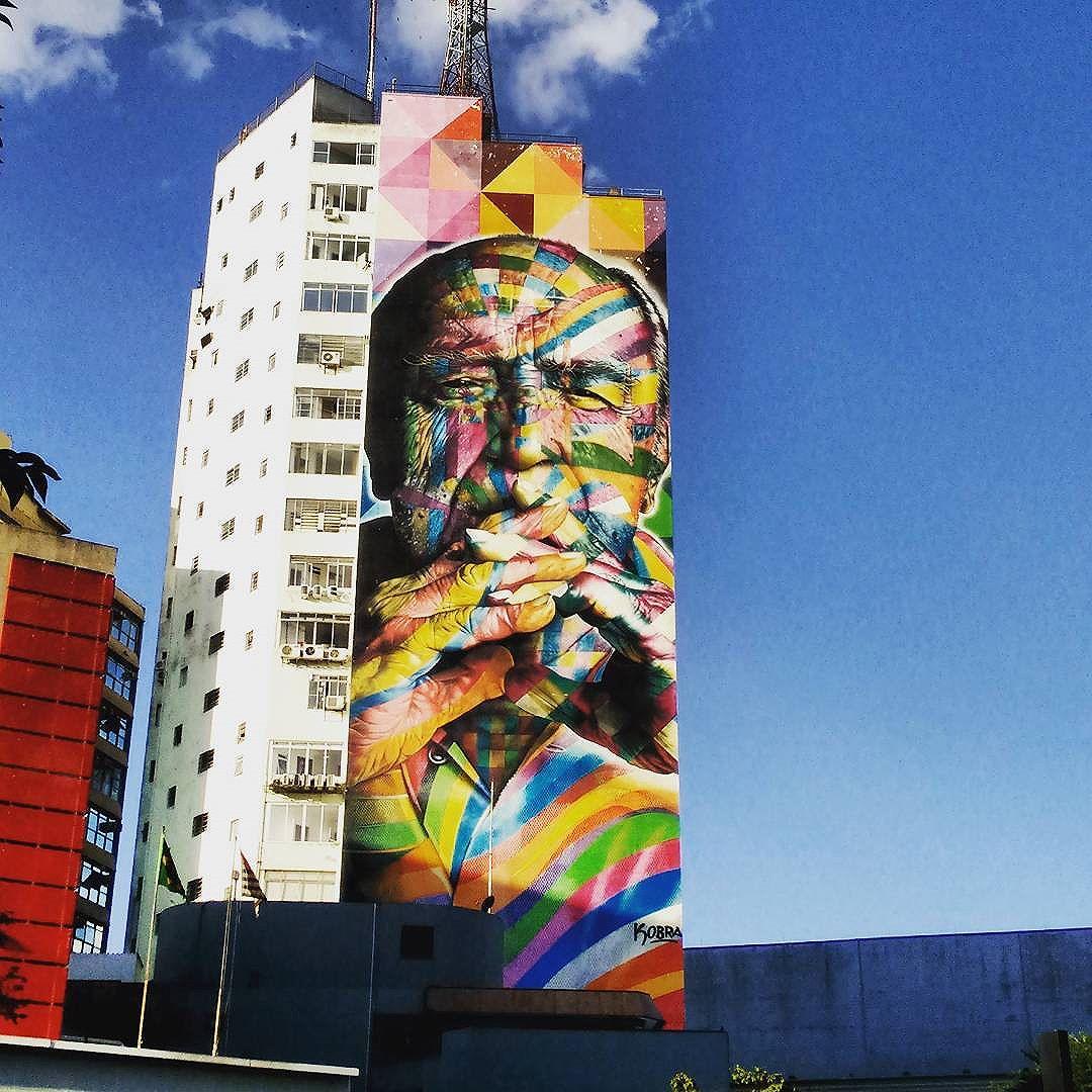 Pra passar horas olhando: incrível! #eduardokobra #avenidapaulista #tbt #arte #niemeyer #lindo #grafitti #kobra #art #praver #arteurbana #brasil #brazil #splovers #saopaulocity #sãopaulo #streetart #streetartsp #mural #wall