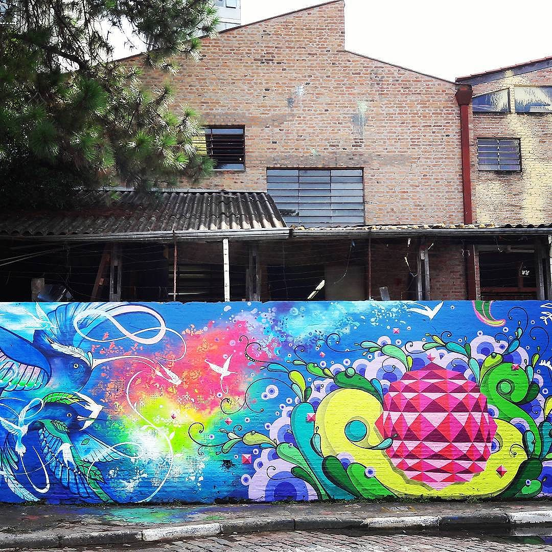 Psychedelic collective wall art in the Beco do Batman. Artists: @boletabike & @highraff #boleta #highraff #sambadograffiti #sampagraffiti #graffiti #graffiti_clicks #grafite #graf #streetart #streetartsp #streetphoto #streetarteverywhere #streetartphotography #spray #bagarre #spraypaint #urbanwall #urbanart #wallart #saopaulo #brasil #rsa_graffiti #braznu #sampa #tv_streetart #saopaulocity #tv_sa_simplicity_graff #streetartofficial