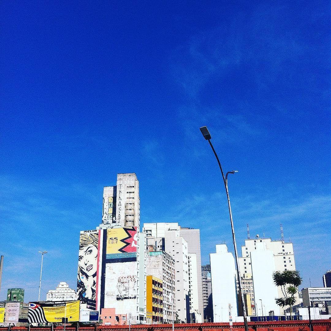 Região da Luz. #sp #sampa #saopaulo #spcity #sampacity #saopaulocity #sampawalk #spwalk #saopaulowalk #spsemmesmice #splovers #sampalovers #luz #estacaodaluz #street #streetart #streetarteverywhere #streetartsp #graffiti #graffitisaopaulo #streetartsaopaulo #graffitiart #city #prediosdesaopaulo #predios #building #céu #sky #céuazul #skyblue