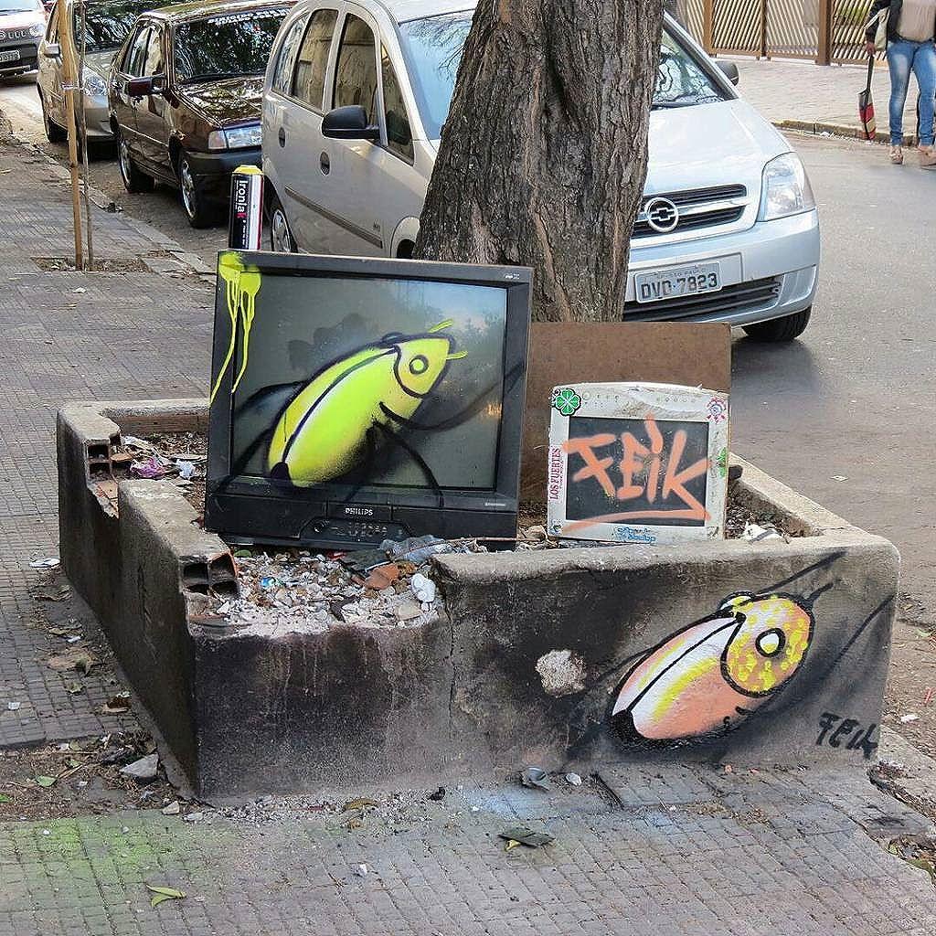 repost de @feik_frasao - É hora da Tv insetinho !!! #graffiti #insetos #repost #feik #globosta #tk #artsp #streetart #streetartsp