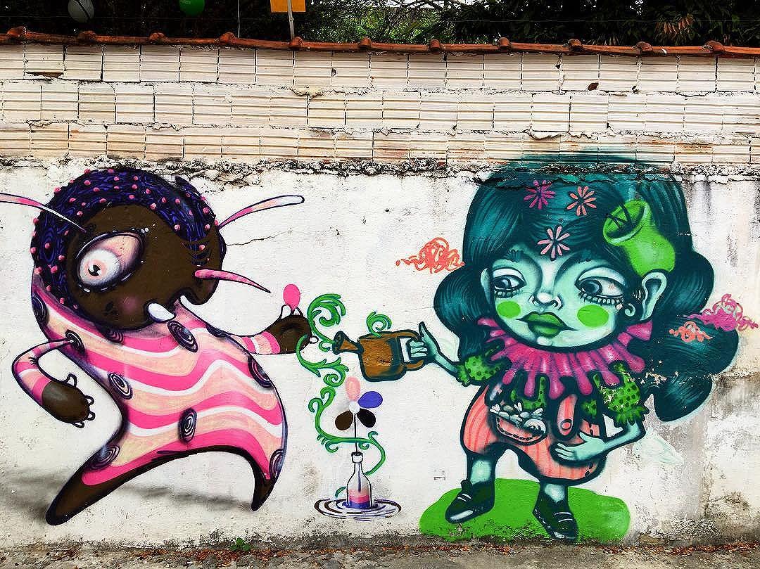 @feik_frasao @tikkameszaros #graffiti #streetarteverywhere #streetartistry #streetartandgraffiti #streetphotography #streetphotographer #street #streetphoto #urban #streetartsp #saopaulo #sp #brasil #brazil #house #oldhouse #becodobatman