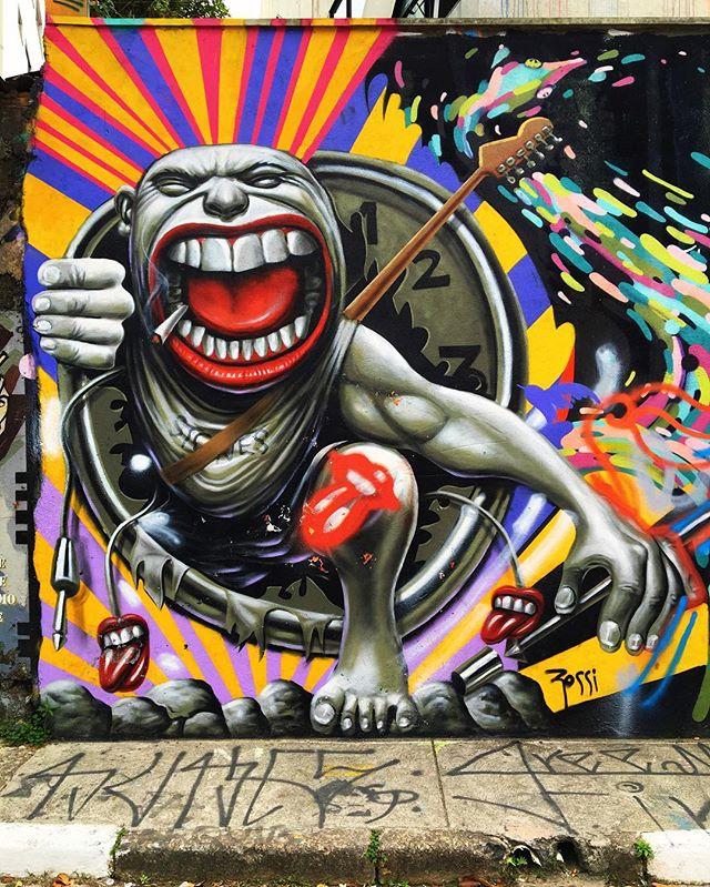 @flaviorossiarte #wallart #graffiti #streetarteverywhere #streetartistry #streetartandgraffiti #streetphotography #streetphotographer #street #streetphoto #urban #streetartsp #saopaulo #sp #brasil #brazil #house #oldhouse #becodobatman