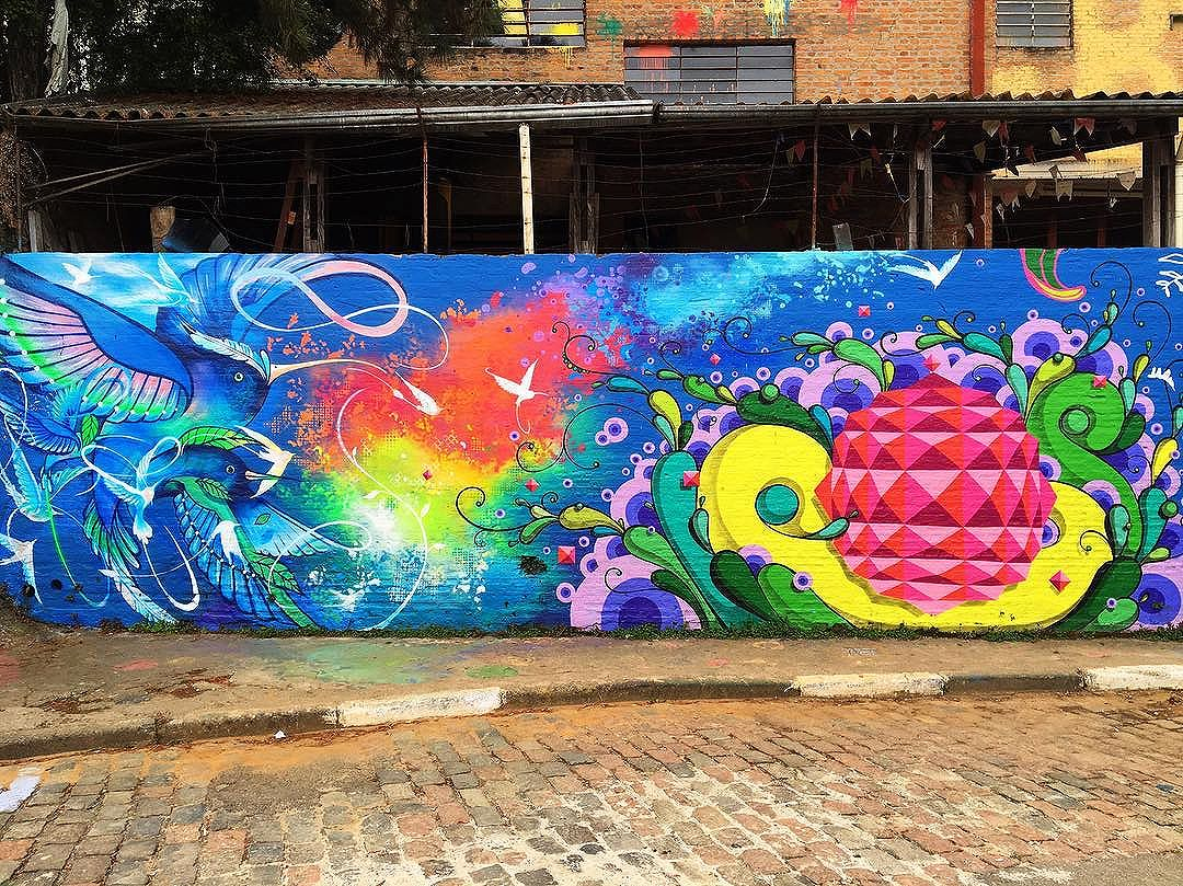 @highraff #graffiti #streetarteverywhere #streetartistry #streetartandgraffiti #streetphotography #streetphotographer #street #streetphoto #urban #streetartsp #saopaulo #sp #brasil #brazil #house #oldhouse #becodobatman