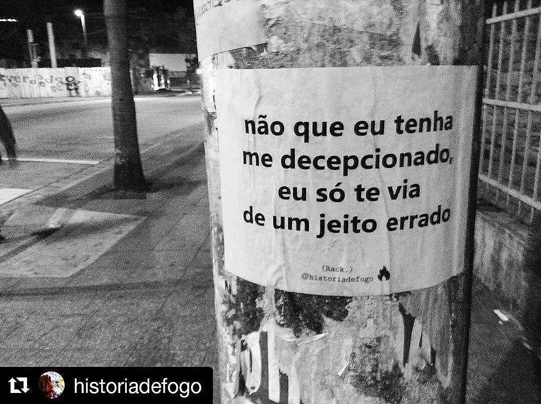"""""""A gente pensa que escolhe Se a gente não sabe inventa A gente só não inventa a dor...""""   #Repost @historiadefogo with @repostapp ・・・ Tem gente que a gente inventa.   Viu um lambe meu por aí? Me marca. Vai compartilhar? Não esqueça de me citar.   #boanoite #historiadefogo #lambelambe  #artederua #urbanismo #gordofobia  #olheosmuros #urbanart #poesia  #empoderamento  #feminismo  #pelosmuros #poesiaderua  #lamblamb  #streetart #taescritoemsampa #txturbano #misturaurbana #oqueosmurosfalam  #splovers #sp4you #igerssp #streetartsp #vinarua #arteurbana #vozesdacidade #spdagaroa #nocaosdesampa"""