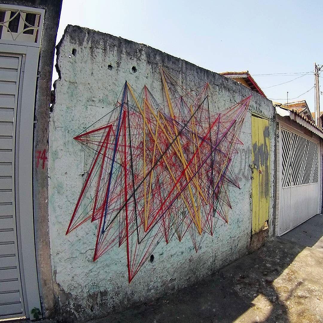 Aconteceu uma coisa muito chata, por algum motivo o instagram apagou todas as fotos publicadas, to sem entender ate agora ... Enfim continuarei fazendo minha arte e publicando. Tei•∆ . Intervenção urbana Rua: José Francisco da Rocha • SBC • SP 30•07•2016 #teia #stringart #stringcolor #intervention #intervencaourbana #intervencao #urban #abstract #abstrato #linhas #barbante #colorido #color #arteurbana #artederua #instaartexplorer #art #arte #streetart #streetartsp #street #designer #design #arq #arquitetura #decoracion #decoracao #interior #saopaulo #brasil