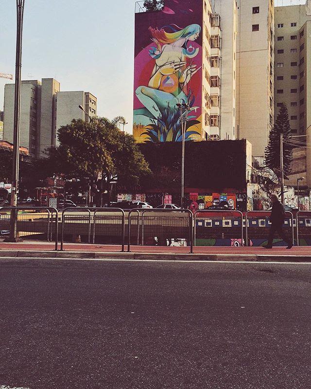andando por lá #urbanlife #streetphotography #lifestyle #allbyfoot #walking #saopaulo #sp #paulista #consolacao #brazil #streetartsp